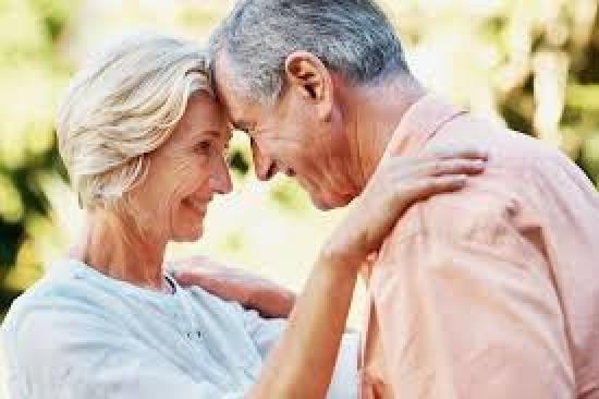 Любовь на кровати с пожилой
