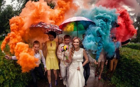 b2a395b333e1df6 Цветные дымовые фонтаны – отличная идея для свадебной фотосессии