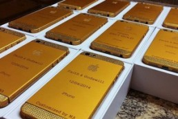 Гости получили в подарок золотые iPhone на свадьбе дочери президента Нигерии